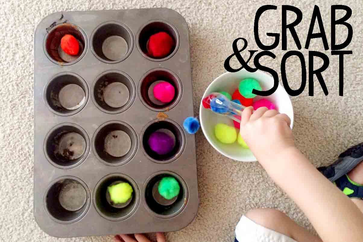Grab & Sort: a quick, fun toddler activity