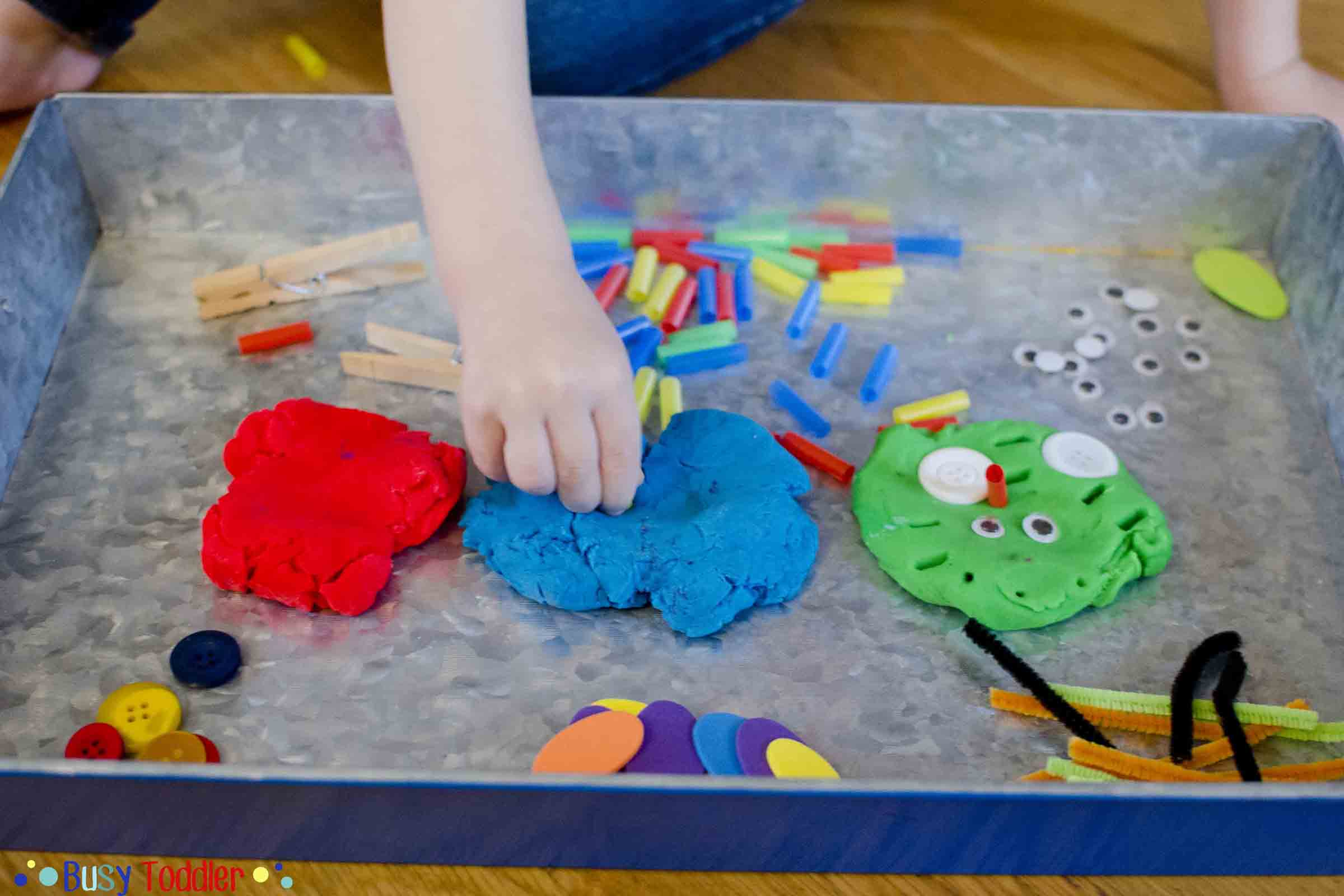 PLAY-DOH FACES: An easy way to create and imagine