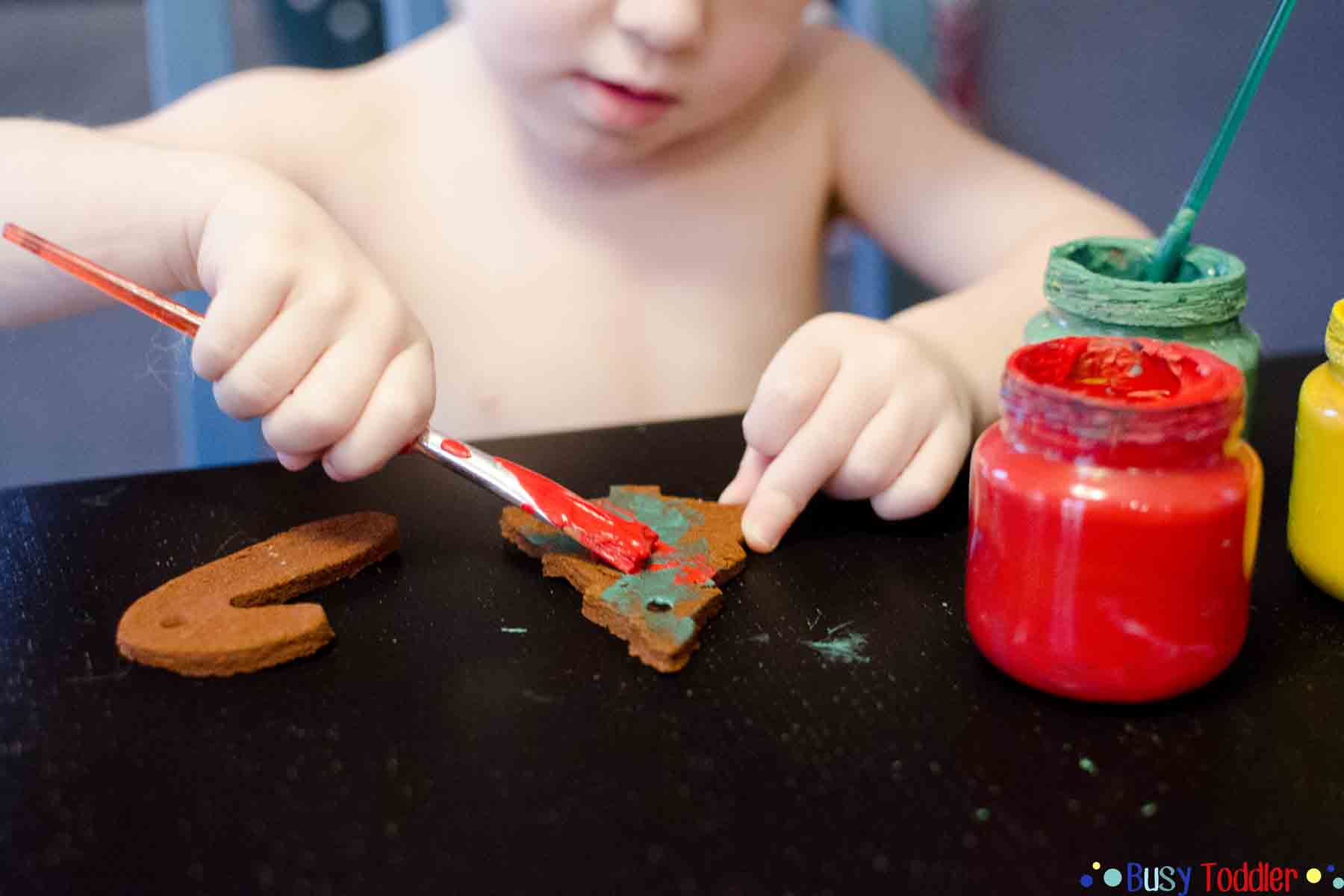 EASY CHRISTMAS ORNAMENTS: A simple craft for toddlers and busy moms