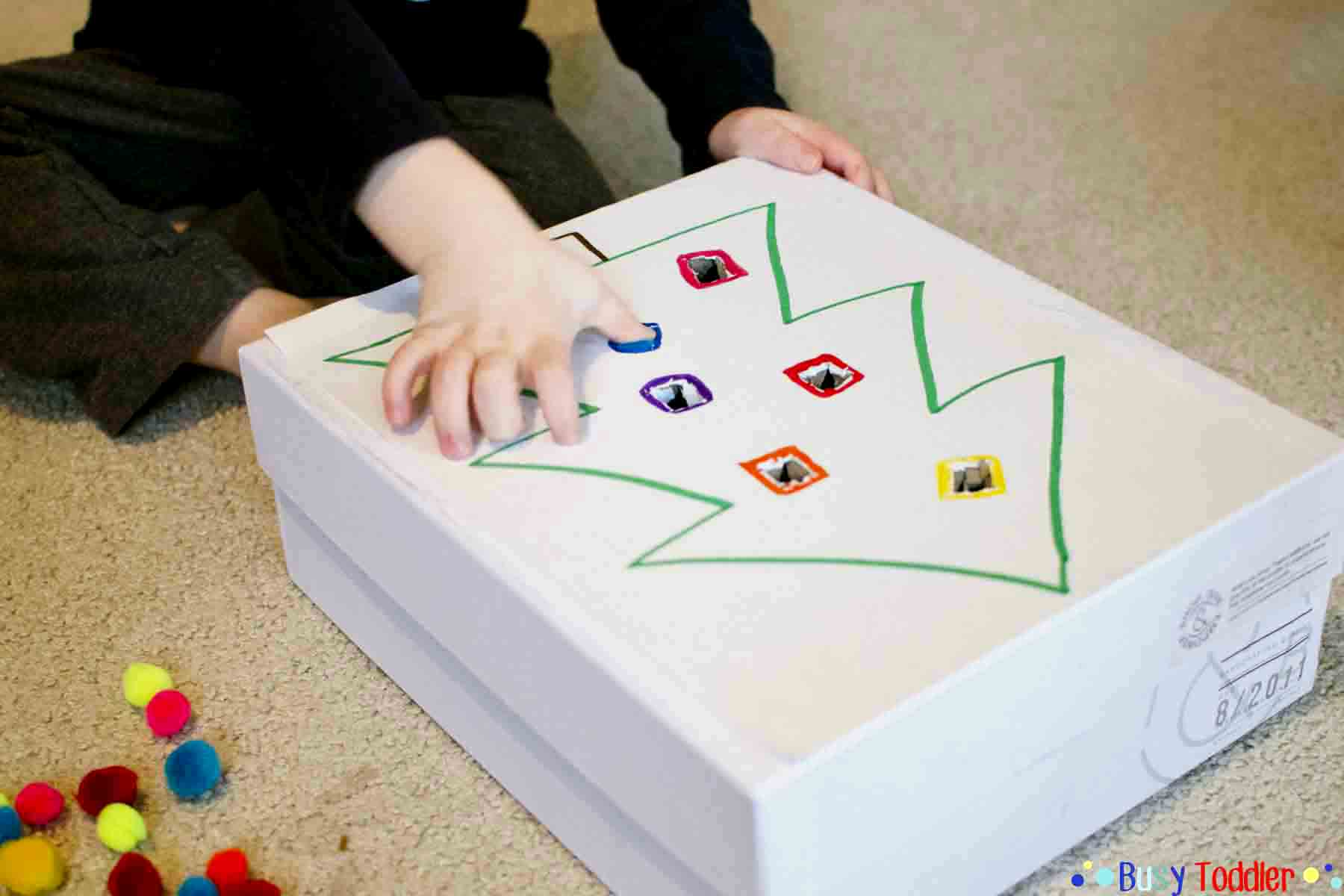 HOLIDAY POM POM PUSH: A quick and easy fine motor activity for toddlers; an easy math activity for toddlers