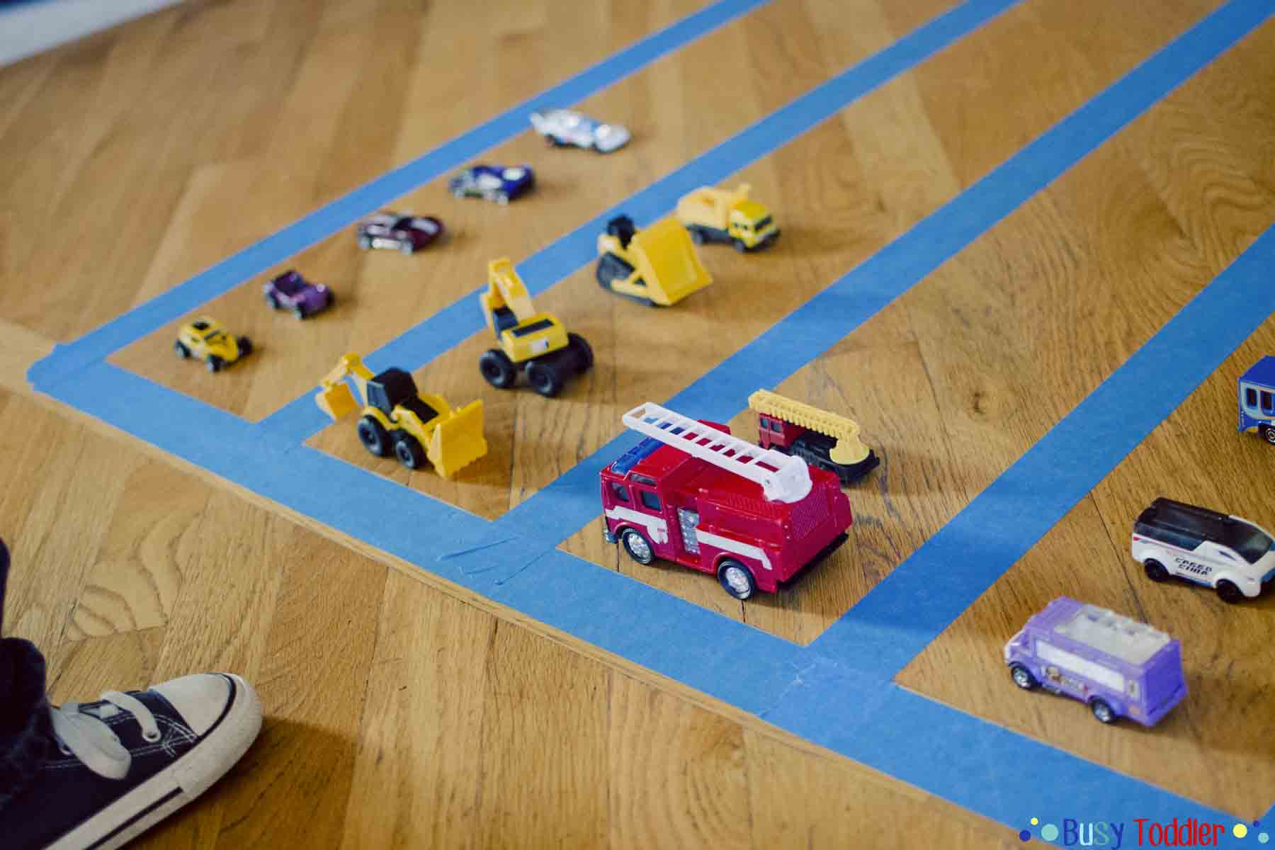 SORTING ACTIVITIES: Using toy cards to create a simple toddler math activity