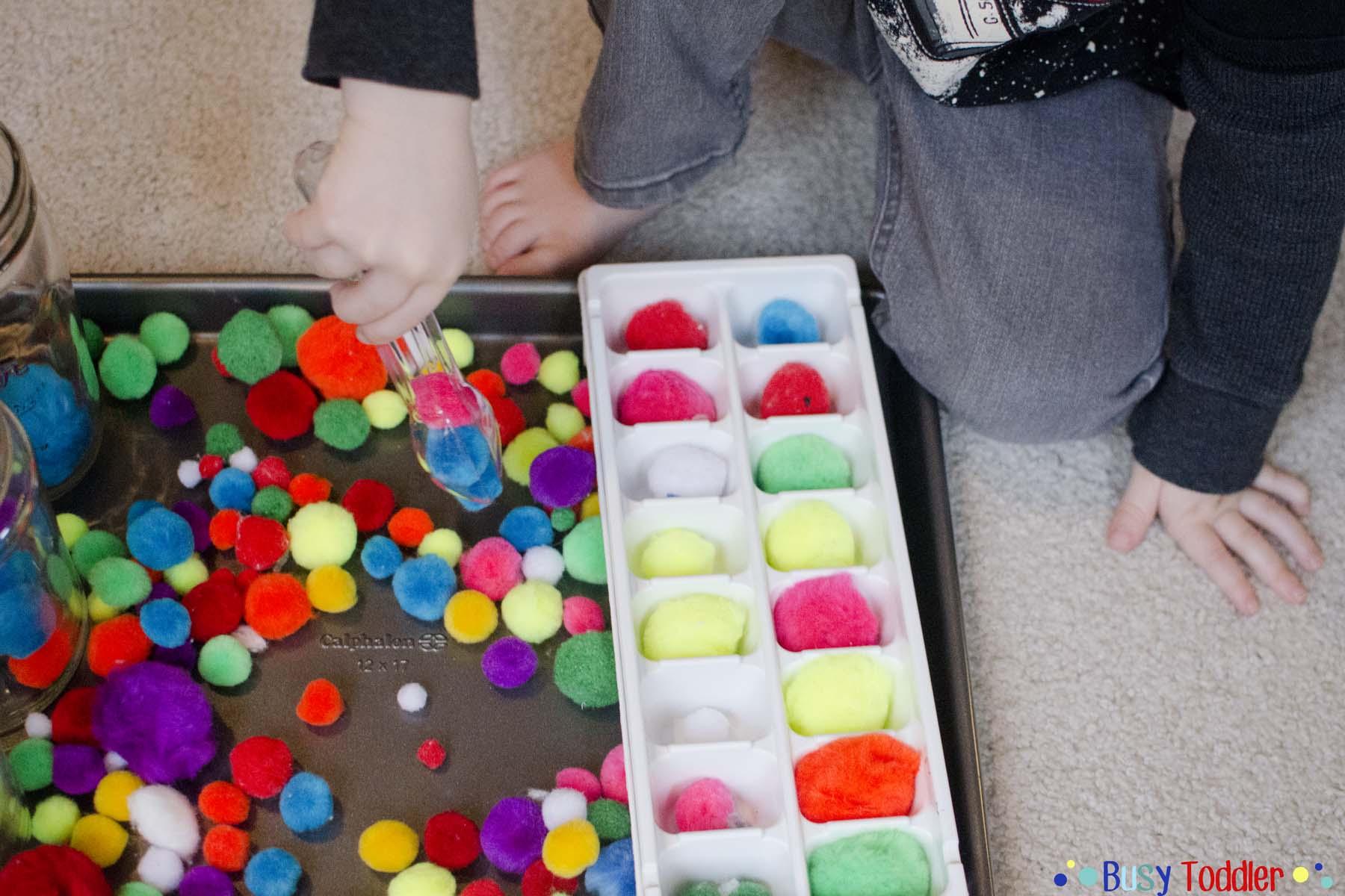 Pom Pom Transfer: a quick and easy toddler activity
