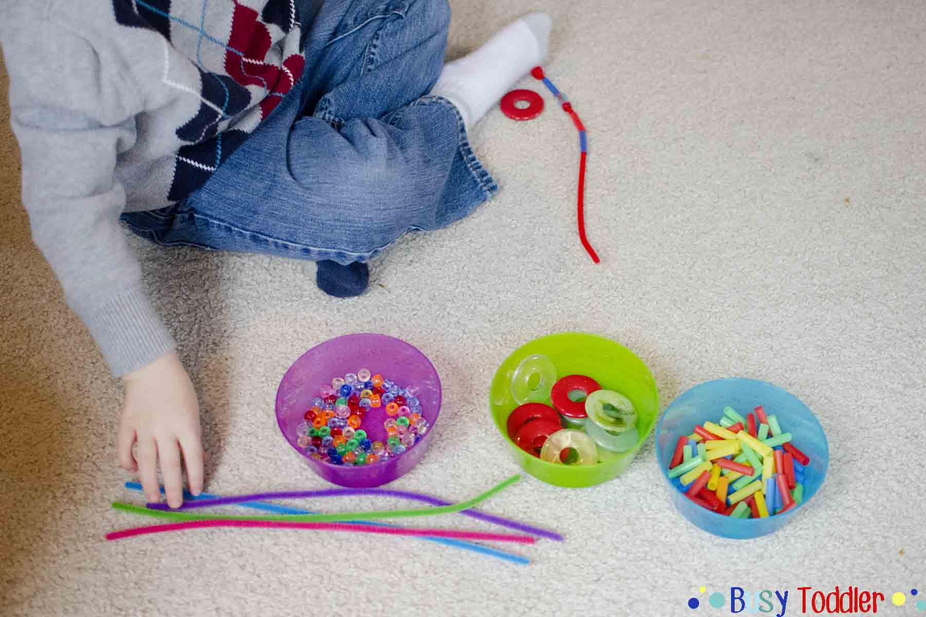 INVITATION TO THREAD: A simple fine motor skills activity that's perfect for toddlers and preschools. A quick activity to keep them occupied and learning.