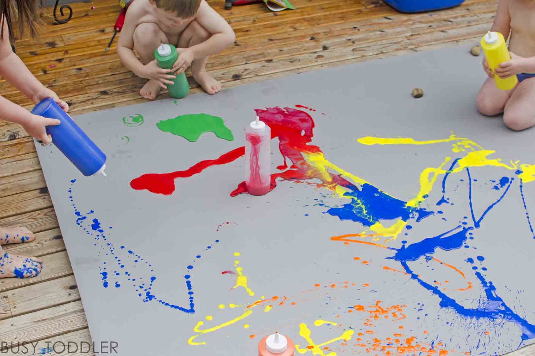SQUIRT PAINT: A fun outdoor process art activity for toddlers and preschoolers; easy art project; easy summer activity for toddlers