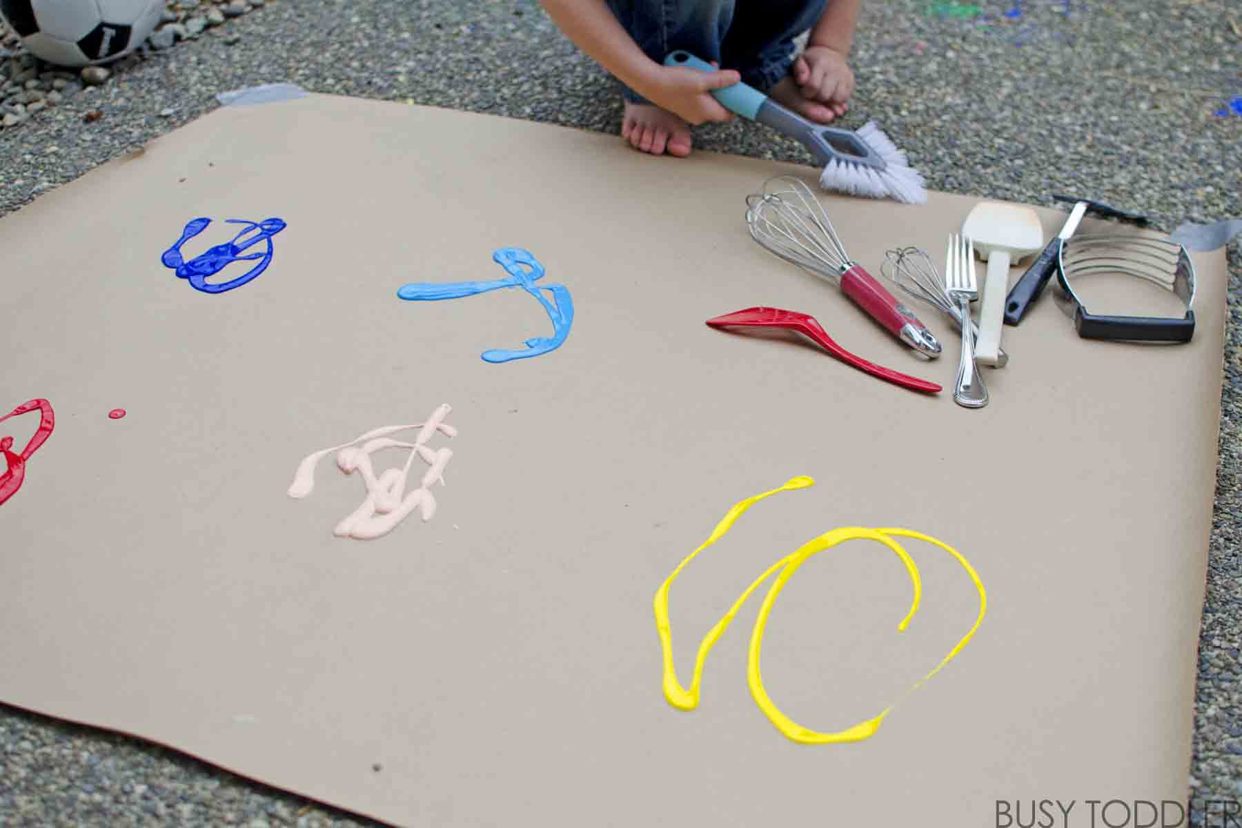 KITCHEN TOOLS AS PAINT BRUSHES: Swap out those paint brushes for kitchen utensils in this fun process art activity for toddlers and preschoolers; a quick and easy art activity for toddlers;
