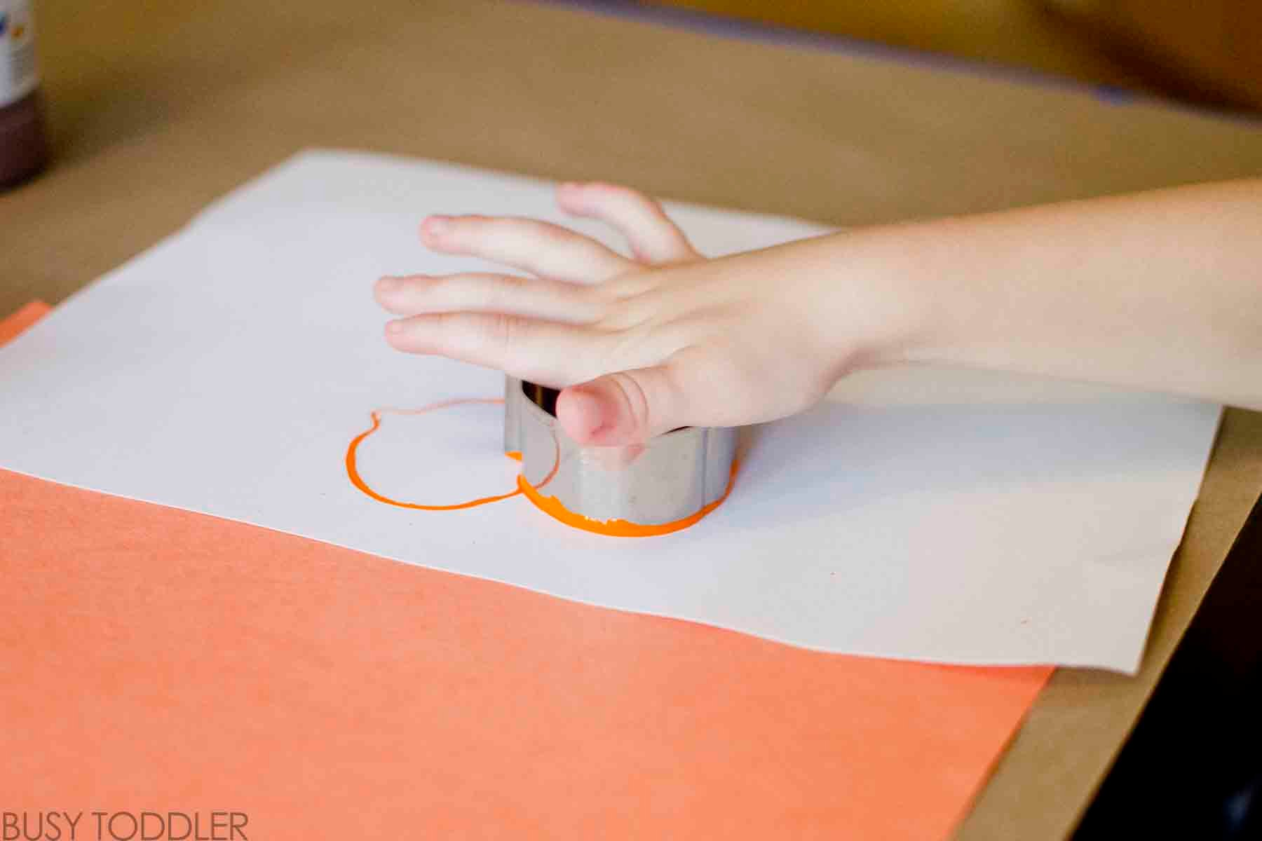 Try this easy Halloween Stamp Art activity! Toddlers will love creating with this simple art technique. An easy art activity for toddlers and preschoolers.