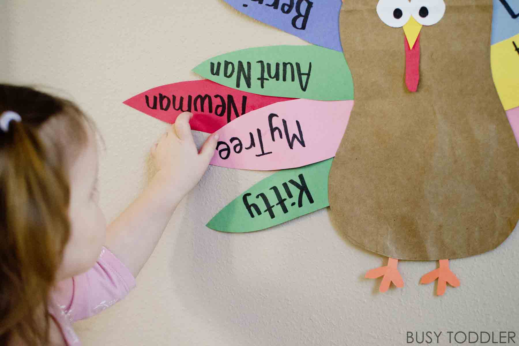 THANKFUL TURKEY: Teaching toddlers to be thankful with this fun and easy activity; a daily thanksgiving activity to teach gratitude; toddler thanksgiving activity