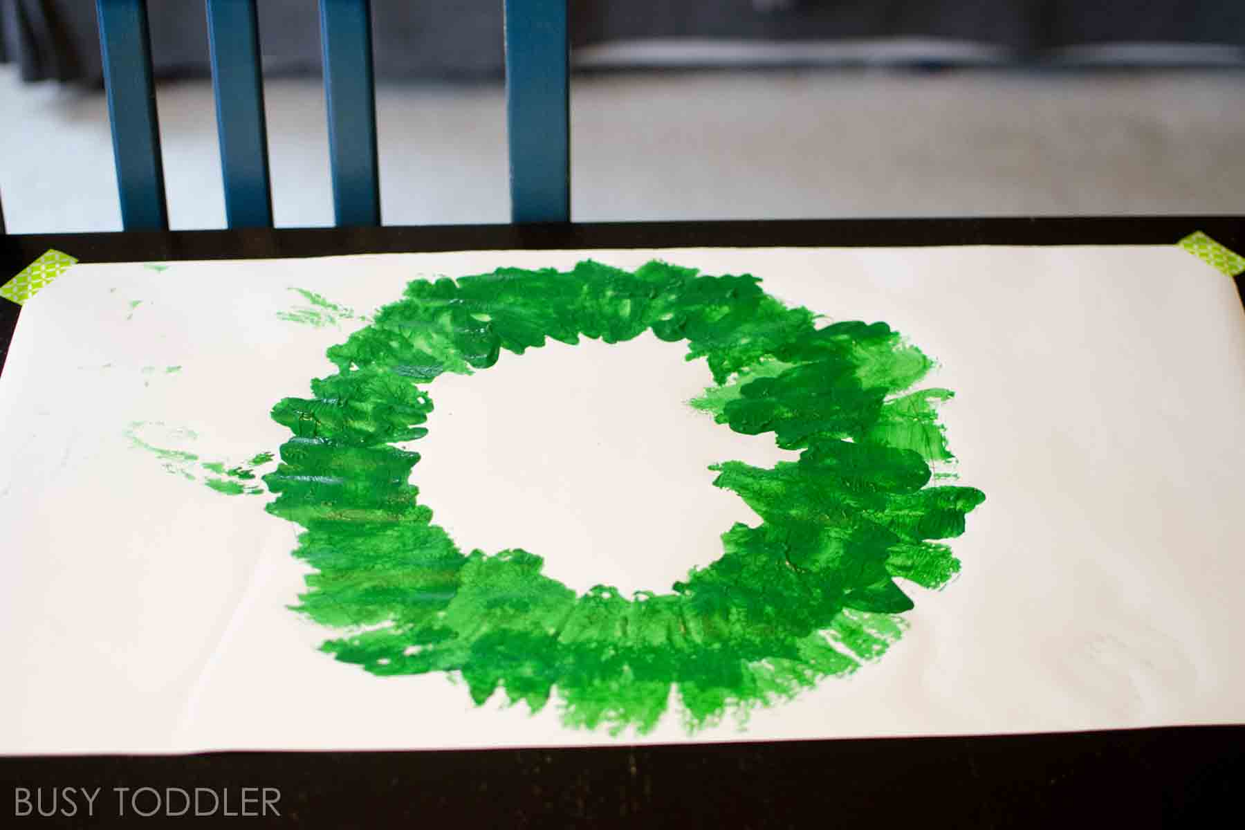 EASY CHRISTMAS WREATHS: Check out these super simple Christmas wreaths with a homemade paint brush; easy toddler Christmas activity; fun indoor art project