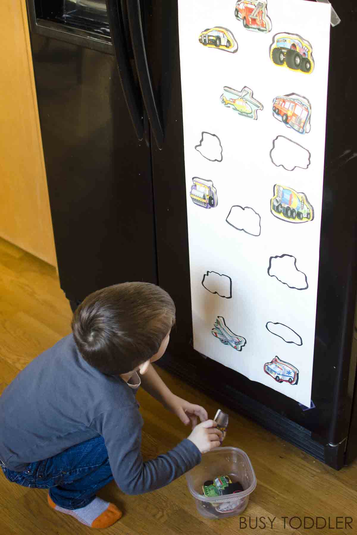 FRIDGE MAGNET PUZZLE: Check out this super fun toddler activity; an easy toddler activity; a quick and easy activity