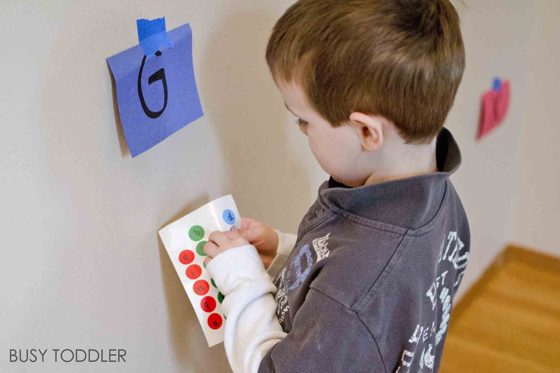 ALPHABET STICKER MATCH: A fun, moving activity for toddlers and preschoolers. This quick to set up alphabet activity is perfect for rainy days and indoor play. Kids will love this easy learning activity!