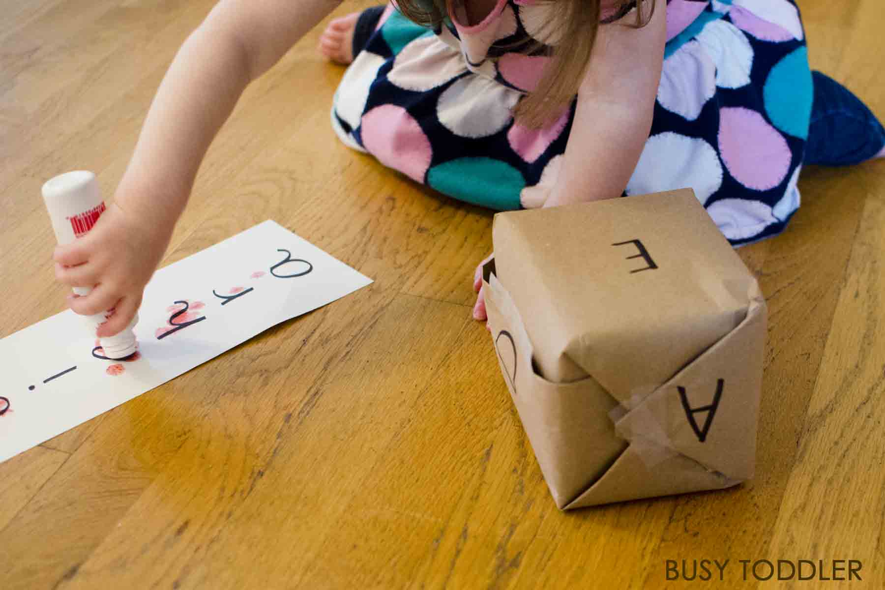 ALPHABET ROLL AND CROSS: Check out this fun DIY alphabet game that's perfect for toddlers learning their ABCs. This easy literacy activity is perfect for toddlers and preschoolers. A great indoor activity and fun game for toddlers!
