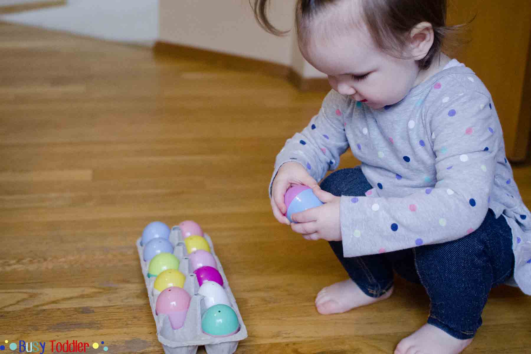 EASTER EGG SNACK HUNT: Check out this simple Easter activity perfect for toddlers of all ages. They will love this hidden snack activity! It's perfect for a rainy day and so quick and easy to set up!