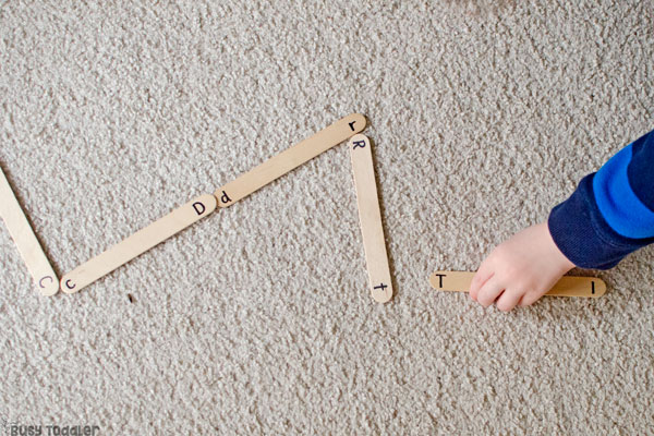 ALPHABET DOMINOES: What a fun alphabet activity for preschoolers. Preschoolers will love this quick and easy activity. Easy activity for preschoolers; learning activity for preschoolers; learn the abcs activity from Busy Toddler
