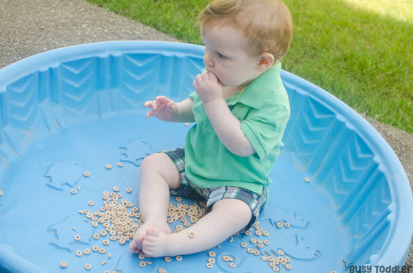 CEREAL POOL: A great baby sensory bin! A quick and easy baby activity; taste safe sensory been; easy outdoor activity; what to play with baby from Busy Toddler