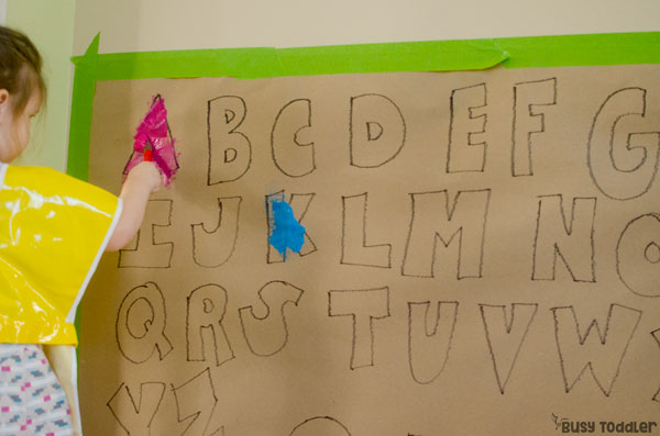EASY ALPHABET PAINTING ACTIVITY: Check out this super quick and easy alphabet activity from Busy Toddler; a quick and easy indoor activity; an alphabet activity; a fun painting activity for toddlers; a literacy activity for preschoolers
