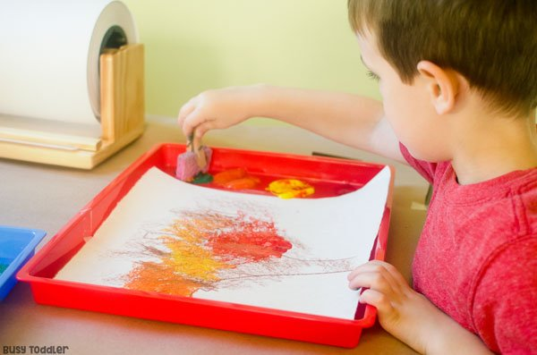 EASY FALL ART ACTIVITIES: Toddlers and preschoolers will love this art activity! Easy art activity for toddlers and preschoolers; quick indoor activity for toddlers; easy indoor activity for preschoolers; fall activity from Busy Toddler (sponsored by Lakeshore)