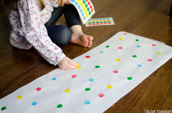 DOT STICKER MATCHING: A quick and easy toddler acitivity; an easy indoor activity; dot stickers; kids activities; kid activity from Busy Toddler