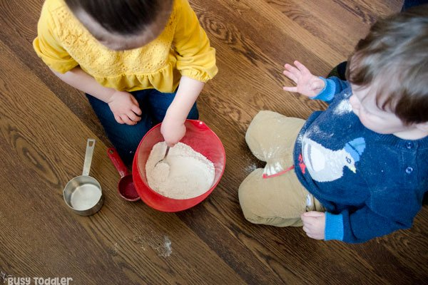 BREAD IN A BAG: A quick and easy toddler activity; a fun indoor kids activity; kids recipe; recipes for kids; recipes kids make; easy science activity; rainy day activity from Busy Toddler