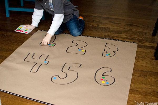 PRESCHOOL NUMBER SENSE: Easy preschool math activity; math quantities; understanding numbers; preschool hands on learning; easy indoor activity; easy math activity from Busy Toddler