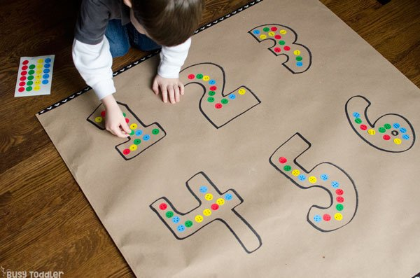 PRESCHOOL NUMBER SENSE: Easy preschool math activity; math quantities; understanding numbers; preschool hands on learning; easy indoor activity; easy math activity from Busy Toddler