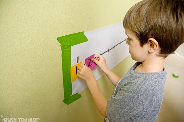 POST-IT NUMBER LINE ACTIVITY: A quick and easy preschool math activity; a number sense activity; a homeschool math activity; playing preschool; quick and easy indoor activity from Busy Toddler