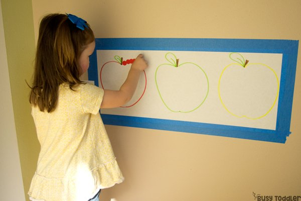 APPLE STICKER SORT: Need an activity for apple week? Try this awesome apple-themed activity! Dot stickers activity; quick and easy activity; fall activity; sorting activity; preschool math activity; toddler math activity; apple unit preschool from Busy Toddler
