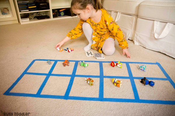 TEN-FRAME MATH ACTIVITY: What is a ten frame? How do kids use them? A preschool math activity; kindergarten math activity; playing preschool activity; easy indoor math activity; quick and easy activity from Busy Toddler