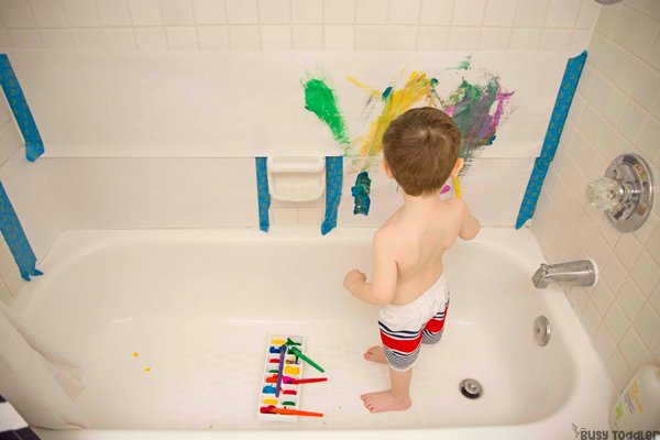 BATH TUB ART:  A quick and easy PRE bath activity; toddler art; mess free toddler art; art in the bath tub; painting with toddlers from Busy Toddler