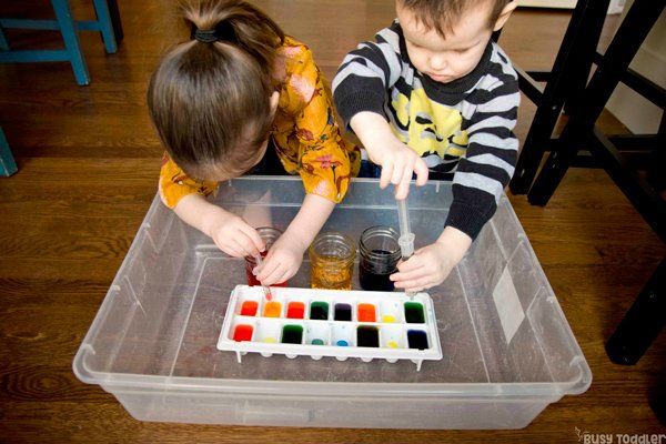 MIXING COLORS: A quick and easy science activity; science activity for toddlers; preschool science activity; learning colors activity; color vocabulary for toddlers; fine motor skills activity; experimenting with toddlers from Busy Toddler