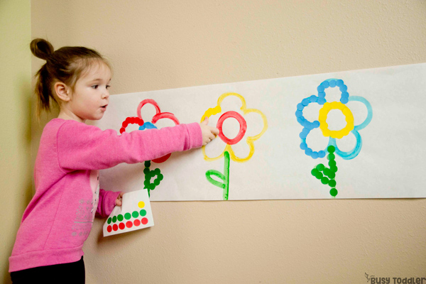 DOT STICKER FLOWERS SORT & MATCH: A perfect busy toddler activity; a quick and easy toddler activity; indoor activity; rainy day activity; dot stickers activity; matching colors; sorting activing; homeschool preschool from Busy Toddler
