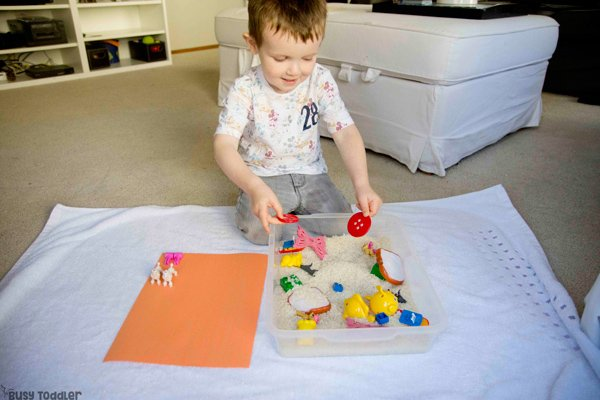 MATCHING PAIRS: A sensory filled learning activity that's perfect for toddlers; a quick and easy toddler activity; sensory bin; easy indoor activity from Busy Toddler