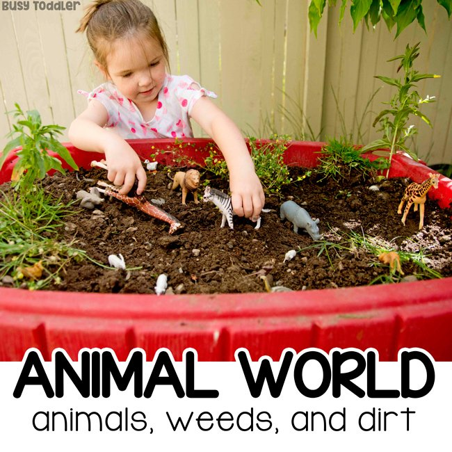 ANIMAL WORLD SENSORY BIN: Turn your sand table into a sensory bin for kids who love animals; outdoor sensory bin; summer sensory bin; small world activity; invitation to play from Busy Toddler