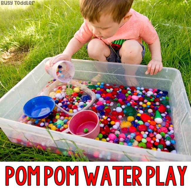 POM POM WATER PLAY: Outdoor pom pom activity; water sensory bin; pom poms in water; playing with pom pom; toddler activity; easy outdoor activity from Busy Toddler