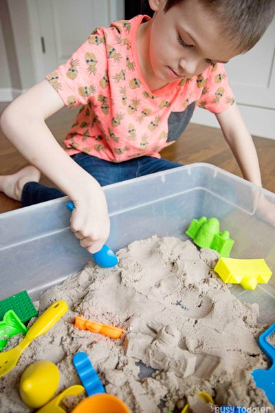 BIG KID SENSORY BINS: An after school activity idea for big kids. Try a sensory bin with kindergarteners - a quick and easy activity for kids to do after school. A screen free activity for kids from Busy Toddler