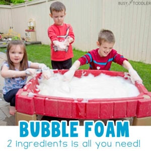 BUBBLE FOAM WATER TABLE: Move bubble foam outside and into your water table! What a fun and easy way for kids to play outside than in this sensory based activity. A quick and easy activity for kids of all ages - from Busy Toddler