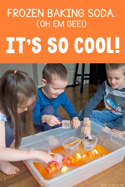 FIZZY ICE CUBES:  A quick and easy kids science experiment for all ages. Baking soda and vinegar has never been this much fun - by Busy Toddler