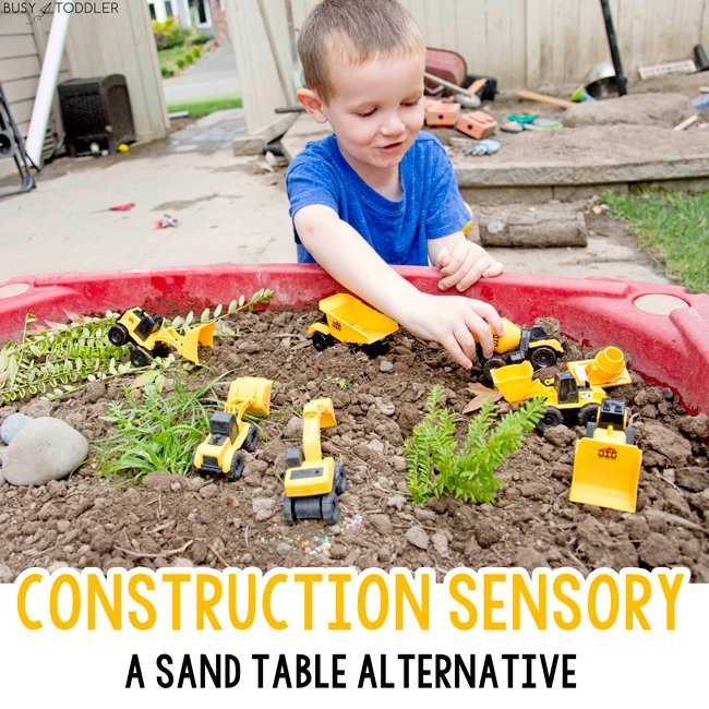 CONSTRUCTION SENSORY: An outdoor sensory bin for toddlers and preschoolers. A quick and easy sand table activity making a construction site small world. A great sensory activity for kids from Busy Toddler
