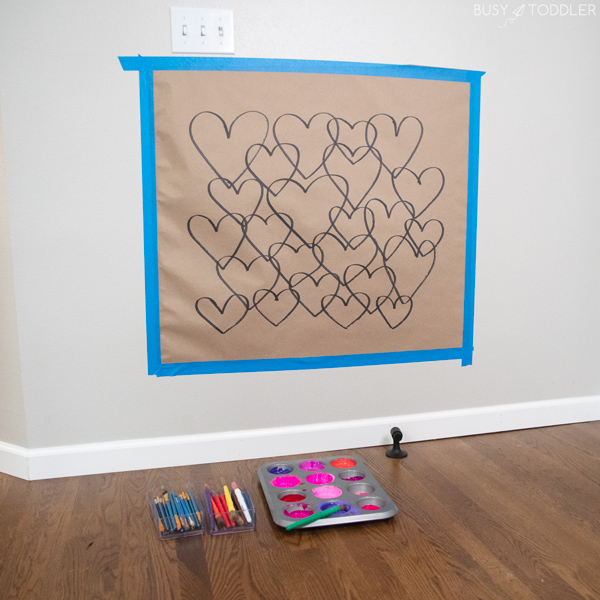 VALENTINE'S DAY HEART ART ACTIVITY: A quick and easy Valentine's Day art activity from Busy Toddler - have fun making this overalpping art activity for preschoolers and kindergarteners