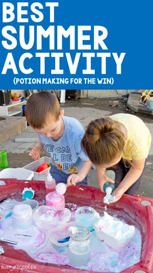 OUTDOOR POTION STATION: The best fun and messy science activity for this summer. This is a great outdoor activity for kids. So much backyard fun with a science station from Busy Toddler